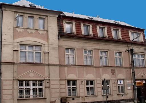 Façade d'immeuble avant rénovation