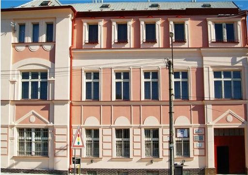 Façade d'immeuble rénovée et isolée avec Korund façades